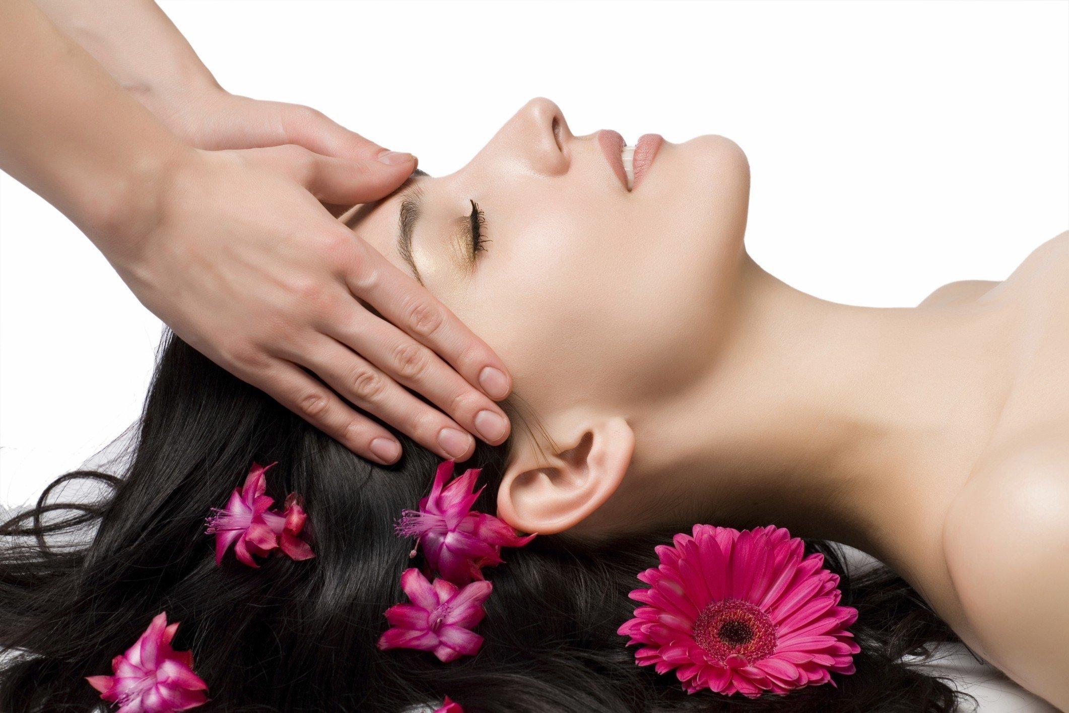 brunettes women flowers massage flower in hair 2122x1415 wallpaper_www.paperhi.com_77